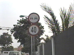 No passing sign and maximum speed 40km/hour