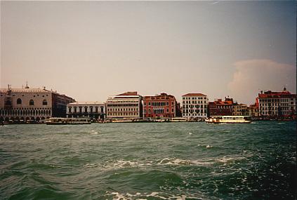 Traghetto going to San Marco