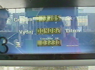 Gas and price indicator on a pump